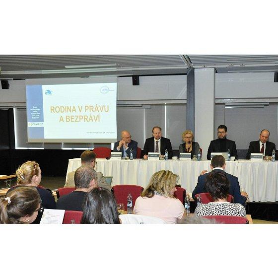 Hlavní panel konference Rodina v právu a bezpráví
